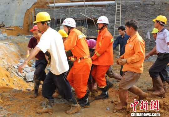北海工地施工时发生塌方2人被埋