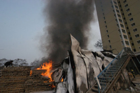 兰州一建筑工地起火损失400万