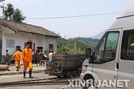 江西瑞昌一煤矿塌方3人被困
