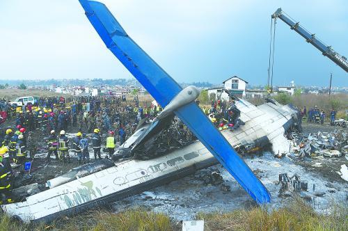 孟加拉国客机在尼泊尔坠毁 致49死22伤