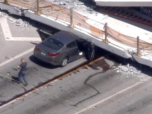 美国佛罗里达发生天桥坍塌事故 致10死多伤