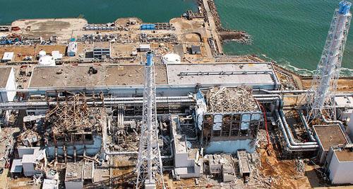 日本福岛核电站海啸后爆炸的场景