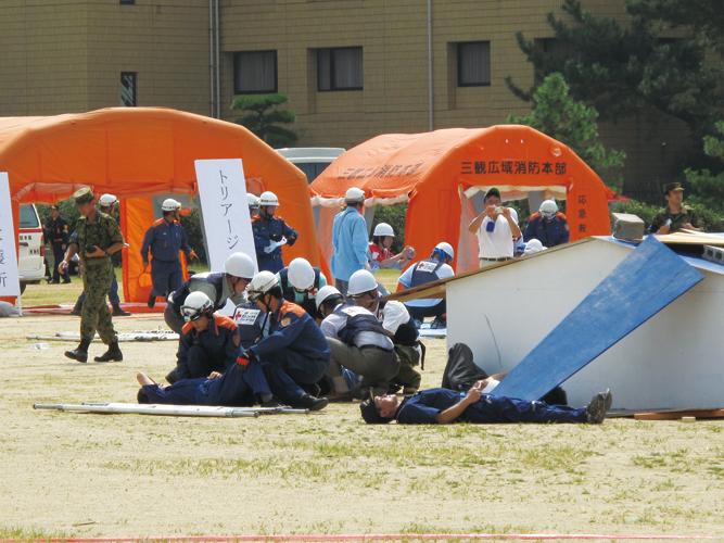 防灾公园内有消防直升飞机停机坪,医疗站,防震水池和防灾用品贮备,并