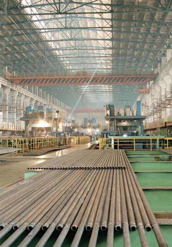 黑龙江省哈尔滨锅炉厂有限责任公司(简称哈锅公司)的前身是创建于1954年的哈尔滨锅炉厂,是国内生产能力最大、最具规模的发电设备制造企业公司。哈锅公司拥有各类设备4000余台(套),以设计制造50~1000MW火力发电机组锅炉为主导产品,并设计制造配套辅机、石化容器、核能设备、工业锅炉以及军工等产品。   自2004年始,随着哈锅公司生产负荷的不断增加,企业危险作业场所增多、起重作业量加大,安全形势愈发严峻。为确保生产安全,哈锅公司从2005年3月份开始,组织开展了创建国家一级安全质量标准化企业活动。