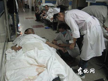 救护队赶至伊春飞机失事现场参与救护